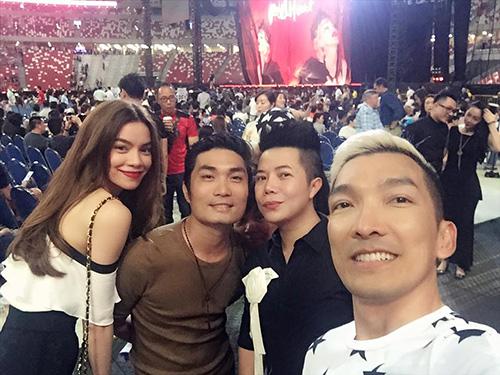Facebook sao 29/2: Hà Hồ tươi rói ở đảo quốc Singapore - 1