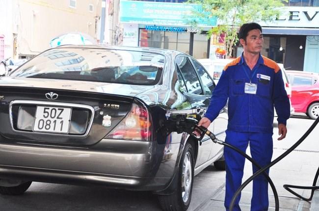 Petrolimex lãi ngàn tỷ đồng nhờ giá xăng dầu giảm mạnh - 1