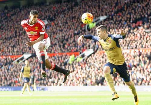 """Arsenal tự """"bắn"""" vào chân: Tạm biệt """"ngai vàng"""" - 2"""
