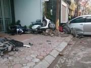 """Tin tức Việt Nam - HN: Camry """"điên"""" gây tai nạn liên hoàn, 3 người chết thảm"""