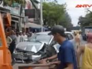 Video An ninh - TP.HCM: Ngồi sửa xe trong tiệm bị ô tô tông chết
