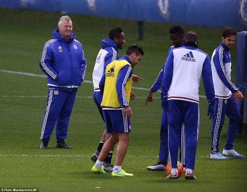 Cực dị: Chelsea hồi sinh nhờ... bóng ném và rugby - 1