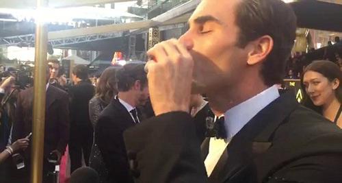 Federer tu rượu mạnh, quyết soán ngôi Djokovic - 1