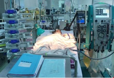 Sức sống mãnh liệt của bé bị tai nạn ngưng tim ba lần - 1