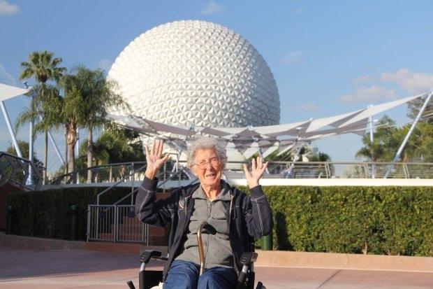 Cụ bà 90 tuổi du lịch vòng quanh TG thay vì điều trị ung thư - 1