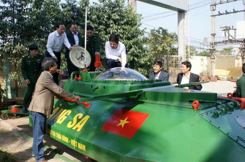 """Chủ tịch tỉnh Thái Bình bất ngờ """"vi hành"""" tàu ngầm Hoàng Sa - 1"""