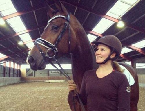 Cô gái huấn luyện ngựa thành tỉ phú trẻ nhất thế giới - 1