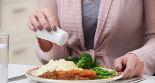 Nguy hiểm khôn lường từ việc ăn quá nhiều muối - 1