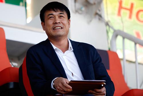 """HLV Hữu Thắng không có """"Maradona bóng đá VN"""" làm trợ lý - 2"""