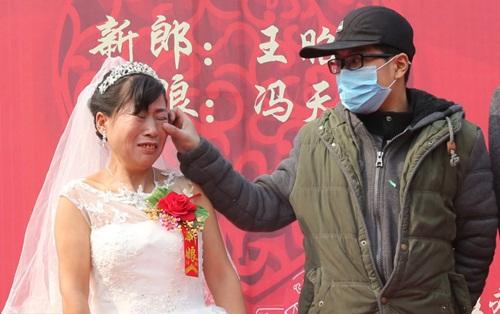 Cảm động chàng trai ung thư tổ chức đám cưới cho mẹ - 2