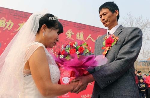 Cảm động chàng trai ung thư tổ chức đám cưới cho mẹ - 3