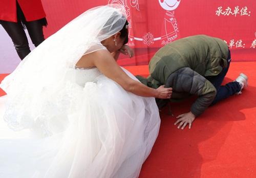 Cảm động chàng trai ung thư tổ chức đám cưới cho mẹ - 4