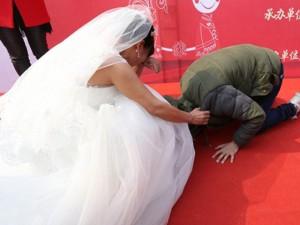 Bạn trẻ - Cuộc sống - Cảm động chàng trai ung thư tổ chức đám cưới cho mẹ
