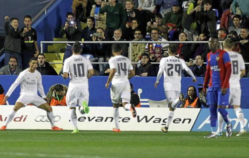 Levante - Real: Quên đi sầu muộn - 1