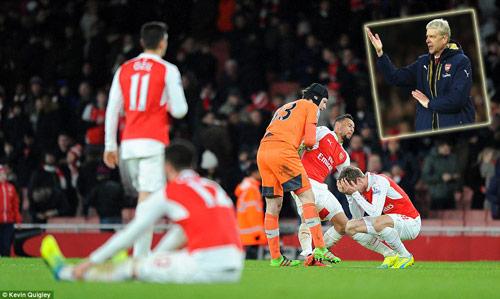 """Arsenal lại """"ngã ngựa"""", Wenger kêu xui xẻo - 1"""