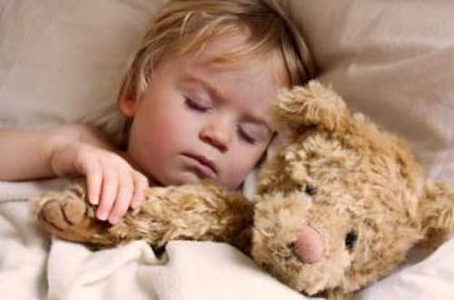 Trẻ em ngáy ngủ thường xuyên ảnh hưởng nghiêm trọng đến sức khỏe - 1