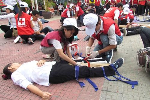 Người cứu nạn TNGT cần được bảo vệ - 2