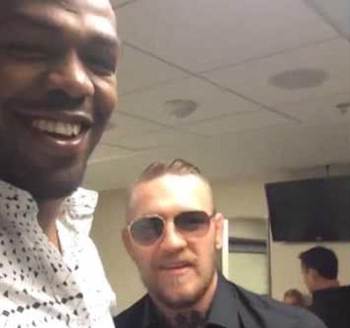 """""""Gã điên UFC"""" tẩn đối thủ, họp báo hỗn loạn - 3"""