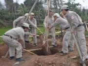 Tin tức Việt Nam - Đào giếng phát hiện quả bom khủng