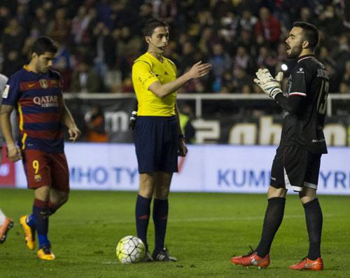 """Barca lại hỏng phạt đền: Bệnh nan y của """"M-S-N"""" - 1"""