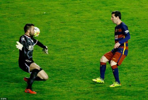 Barca: Đừng mắc sai lầm khi đối mặt Messi - 2