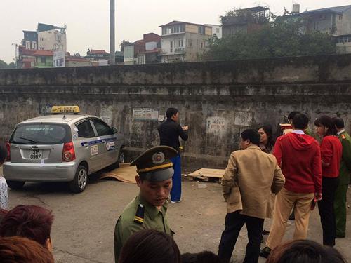 """Vụ taxi """"điên"""" ở Hà Nội: Bé trai đã tử vong - 1"""