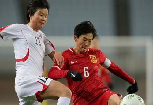 Bị thổi ép, nữ CHDCND Triều Tiên rượt đuổi trọng tài - 1