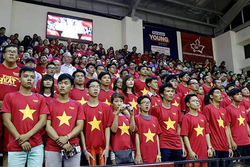 Miu Lê, Đông Nhi & người đẹp làm nóng sân bóng rổ - 1