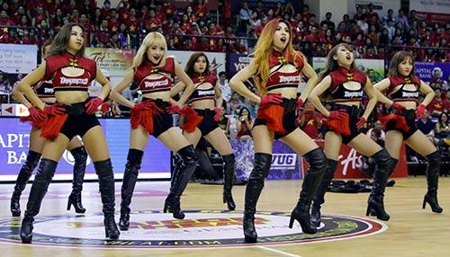 Miu Lê, Đông Nhi & người đẹp làm nóng sân bóng rổ - 9