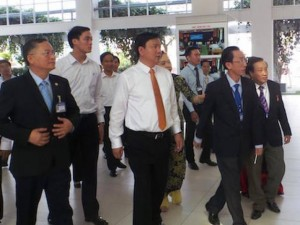 """Tin tức Việt Nam - Bí thư Thăng đề nghị mời """"bầu"""" Đức vào dạy ở trường cán bộ"""