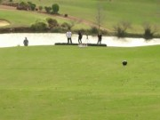 Các môn thể thao khác - Siêu kỷ lục chơi bowling trên sân golf