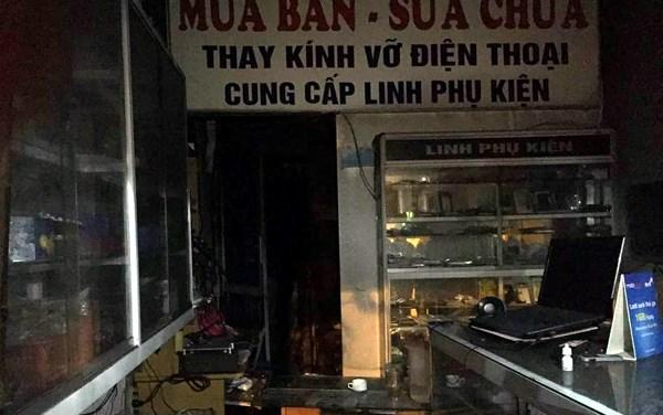 HN: Cháy cửa hàng điện thoại, 8 người nhập viện - 1