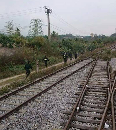"""Cảnh sát đi tàu hỏa bí mật ập tới bắt sới bạc """"khủng - 2"""