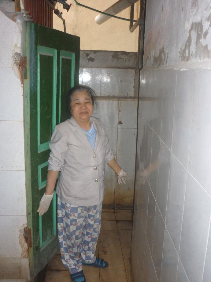 Cám cảnh xếp hàng chờ vệ sinh giữa Hà Nội - 11