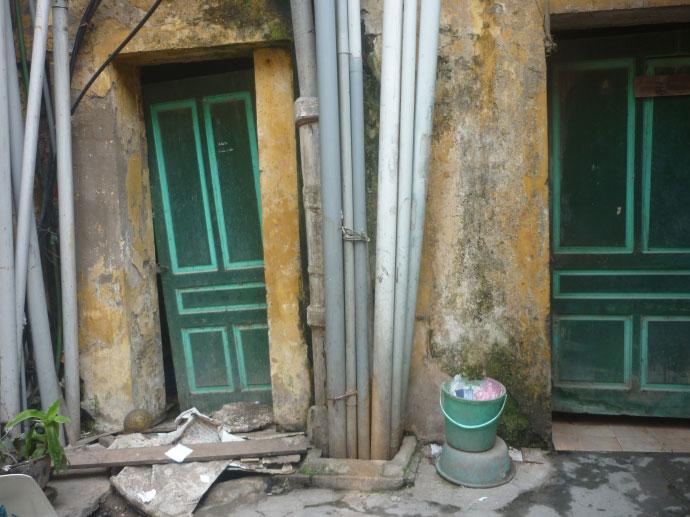 Cám cảnh xếp hàng chờ vệ sinh giữa Hà Nội - 12