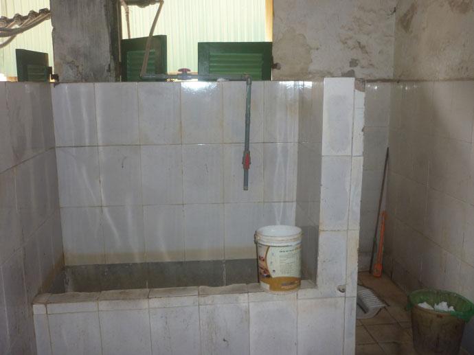 Cám cảnh xếp hàng chờ vệ sinh giữa Hà Nội - 2