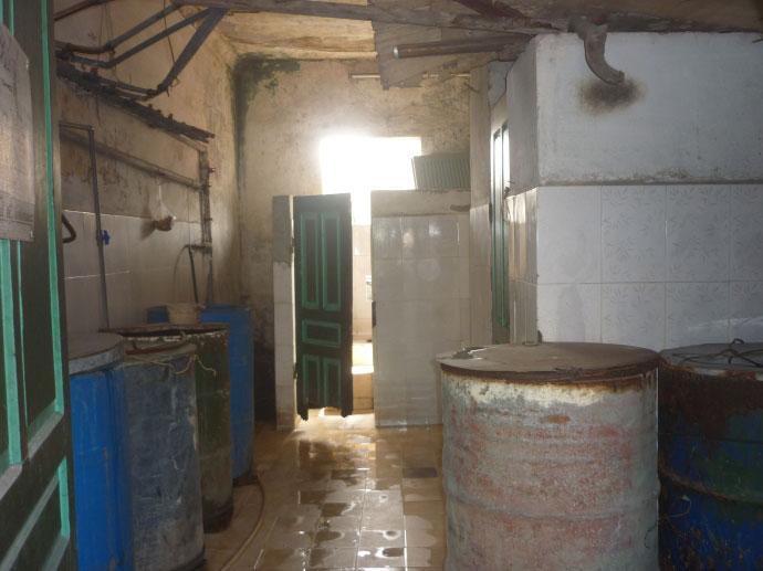 Cám cảnh xếp hàng chờ vệ sinh giữa Hà Nội - 7