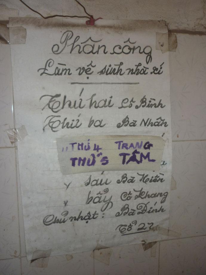 Cám cảnh xếp hàng chờ vệ sinh giữa Hà Nội - 9