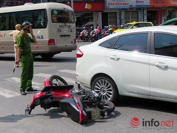 Đà Nẵng: Du khách quốc tế chụp ảnh TNGT do tranh nhau vượt đèn đỏ - 2