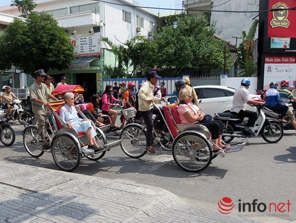 Đà Nẵng: Du khách quốc tế chụp ảnh TNGT do tranh nhau vượt đèn đỏ - 4