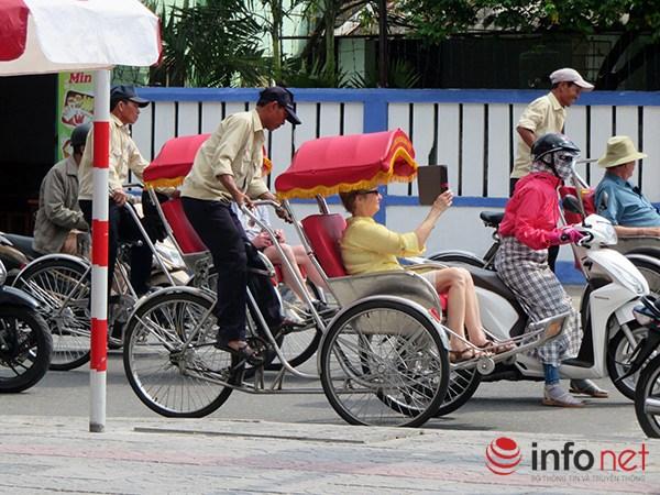 Đà Nẵng: Du khách quốc tế chụp ảnh TNGT do tranh nhau vượt đèn đỏ - 6