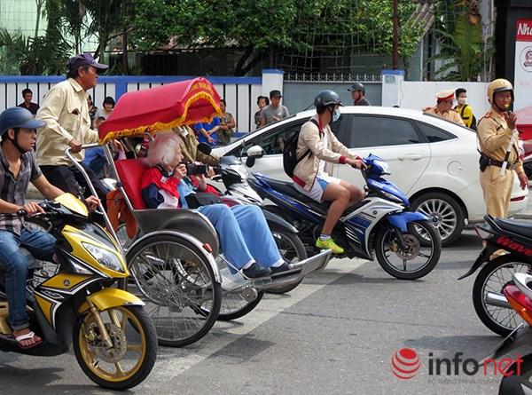 Đà Nẵng: Du khách quốc tế chụp ảnh TNGT do tranh nhau vượt đèn đỏ - 7