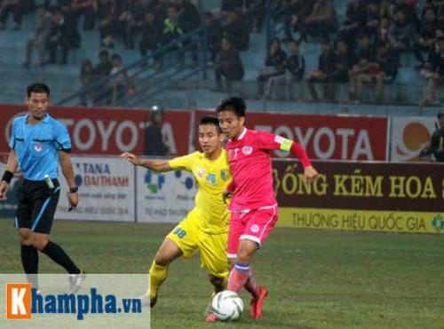 """""""So găng"""" derby Hà Nội, Thanh Hào nhập viện khẩn cấp - 4"""