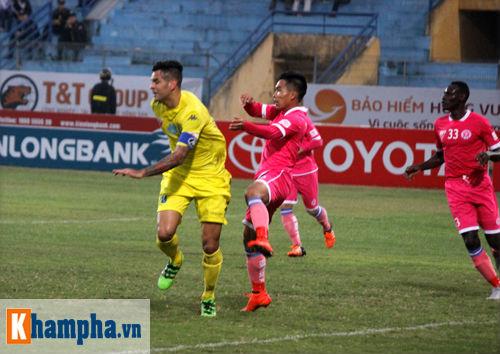 """""""So găng"""" derby Hà Nội, Thanh Hào nhập viện khẩn cấp - 5"""
