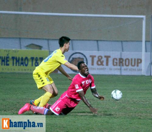 """""""So găng"""" derby Hà Nội, Thanh Hào nhập viện khẩn cấp - 6"""