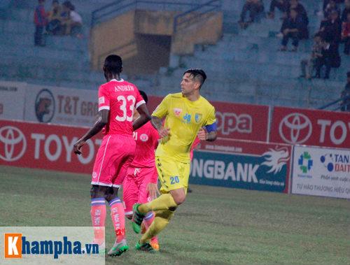 """""""So găng"""" derby Hà Nội, Thanh Hào nhập viện khẩn cấp - 10"""