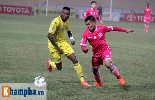 """""""So găng"""" derby Hà Nội, Thanh Hào nhập viện khẩn cấp - 1"""