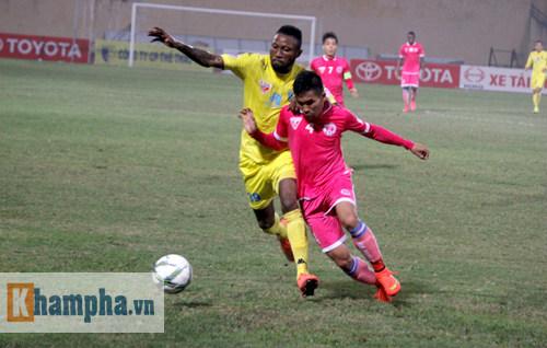 """""""So găng"""" derby Hà Nội, Thanh Hào nhập viện khẩn cấp - 8"""