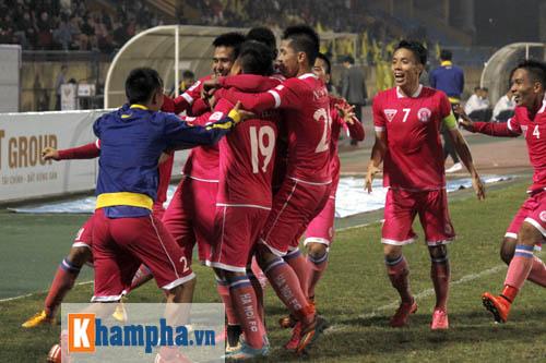"""""""So găng"""" derby Hà Nội, Thanh Hào nhập viện khẩn cấp - 13"""