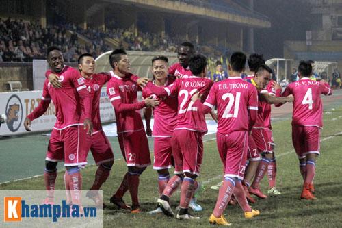 """""""So găng"""" derby Hà Nội, Thanh Hào nhập viện khẩn cấp - 14"""
